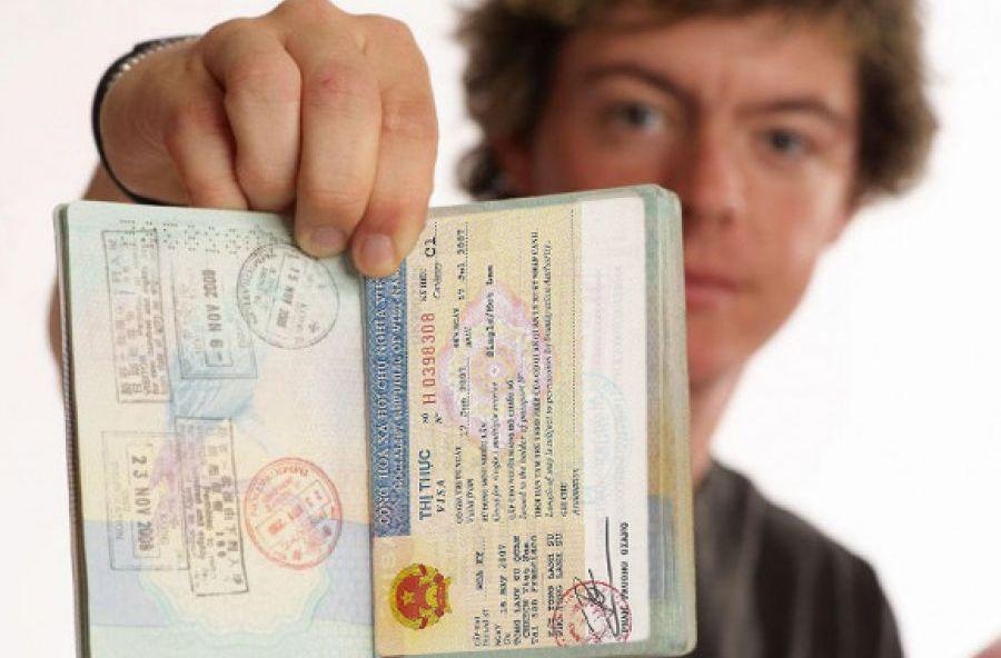 Man showing vietnam visa for Romania citizen