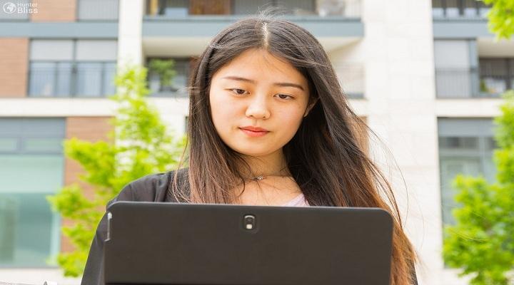 Chinese girl applying vitenam visa